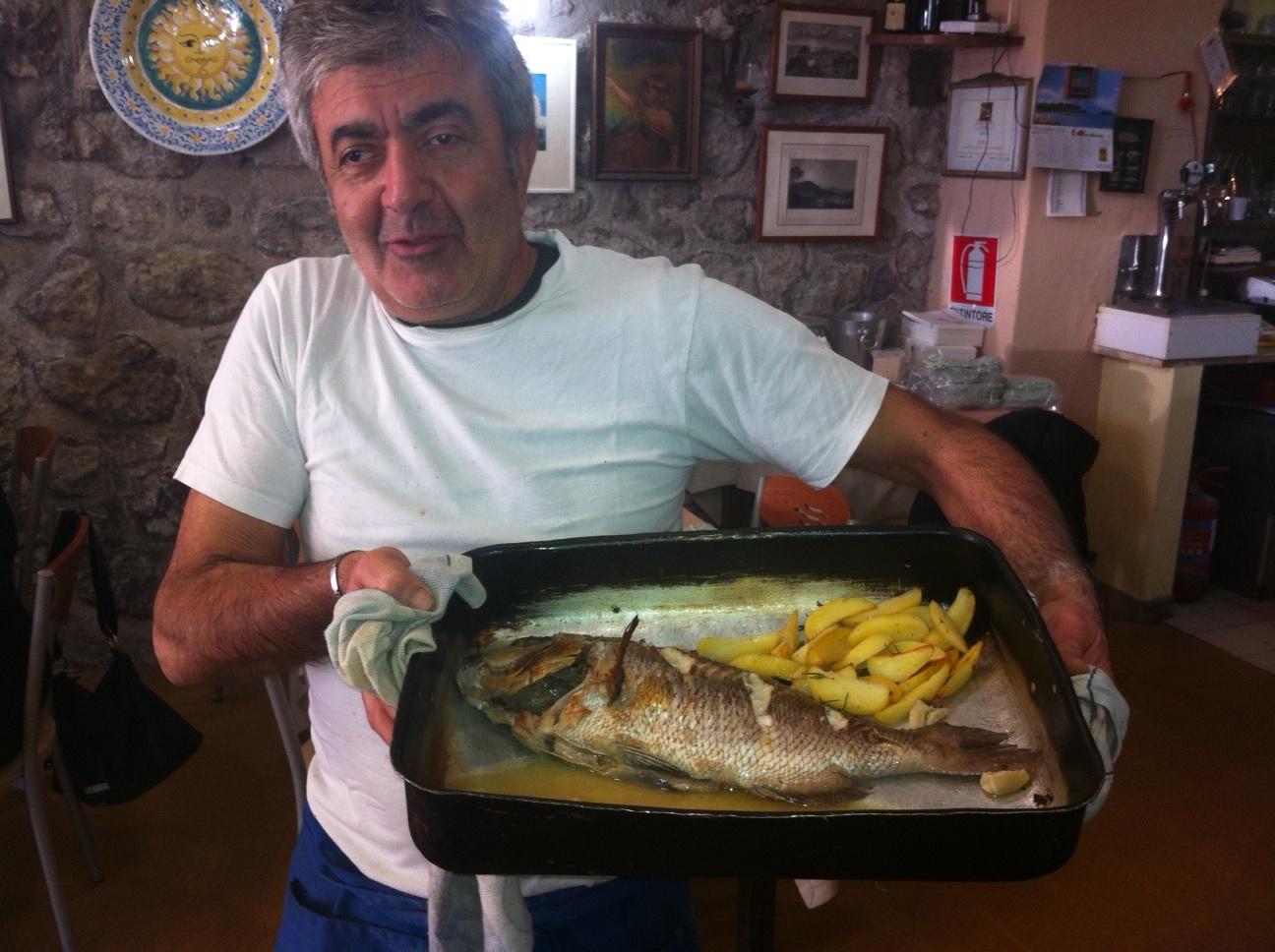 Giorgio Montefusco, titolare del ristorante PANE E VINO, sulla Riva Destra del Porto d'Ischia